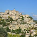 The high hill town of Gordes.